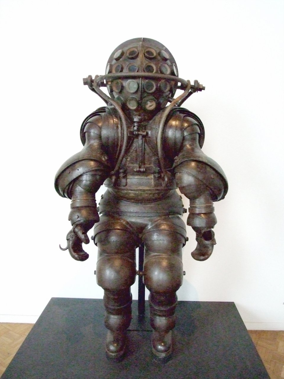 leonardo da vinci diving suit - photo #32