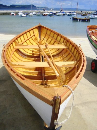Charlie Hussey builds a modified peapod | intheboatshed.net