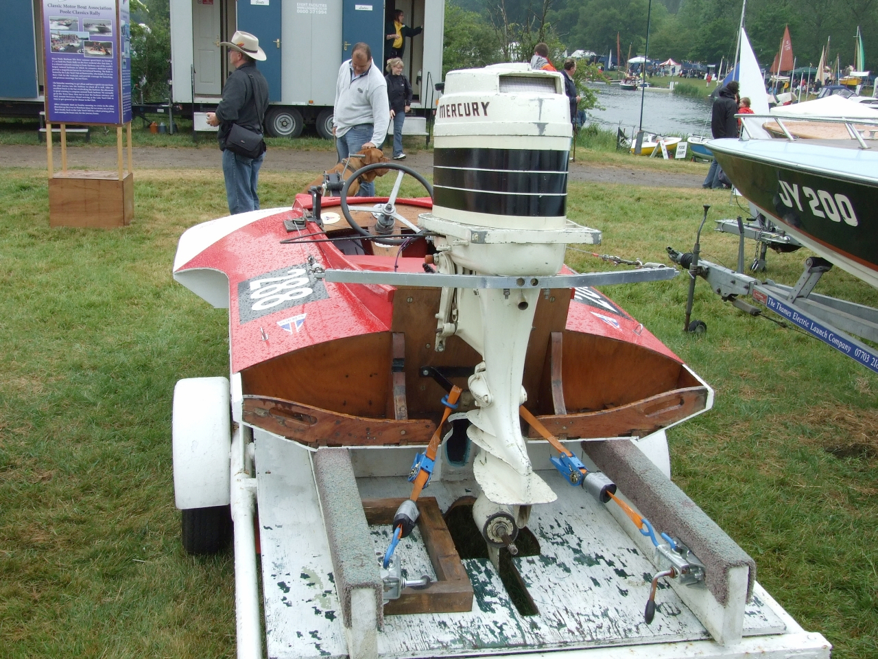 Racing Outboard Hydroplanes for Sale http://intheboatshed.net/2009/06/27/classic-motor-boat-association-boats-at-the-beale-park-show/