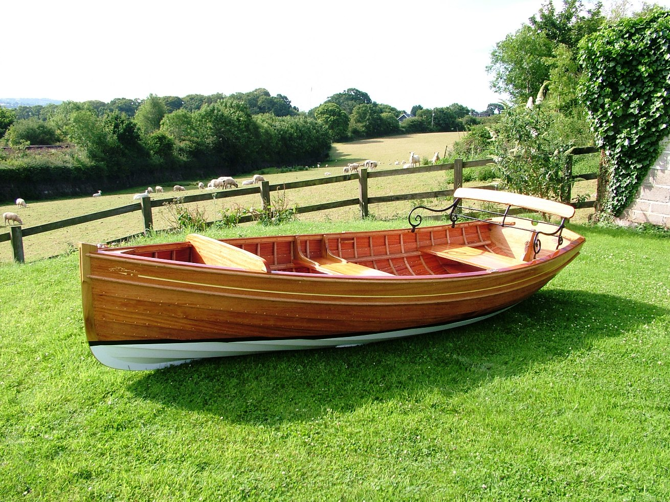 Thames rowing skiff built by Stirling & Son | intheboatshed.net