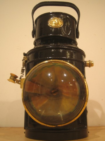 Ship's signalling lamp made by Thomas Bulpitt 1885
