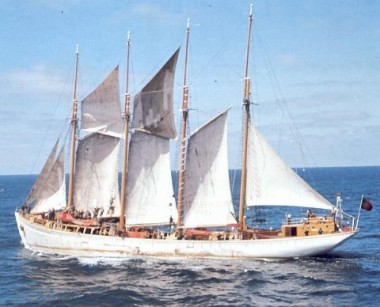 More on the last Portuguese fishing schooners ...